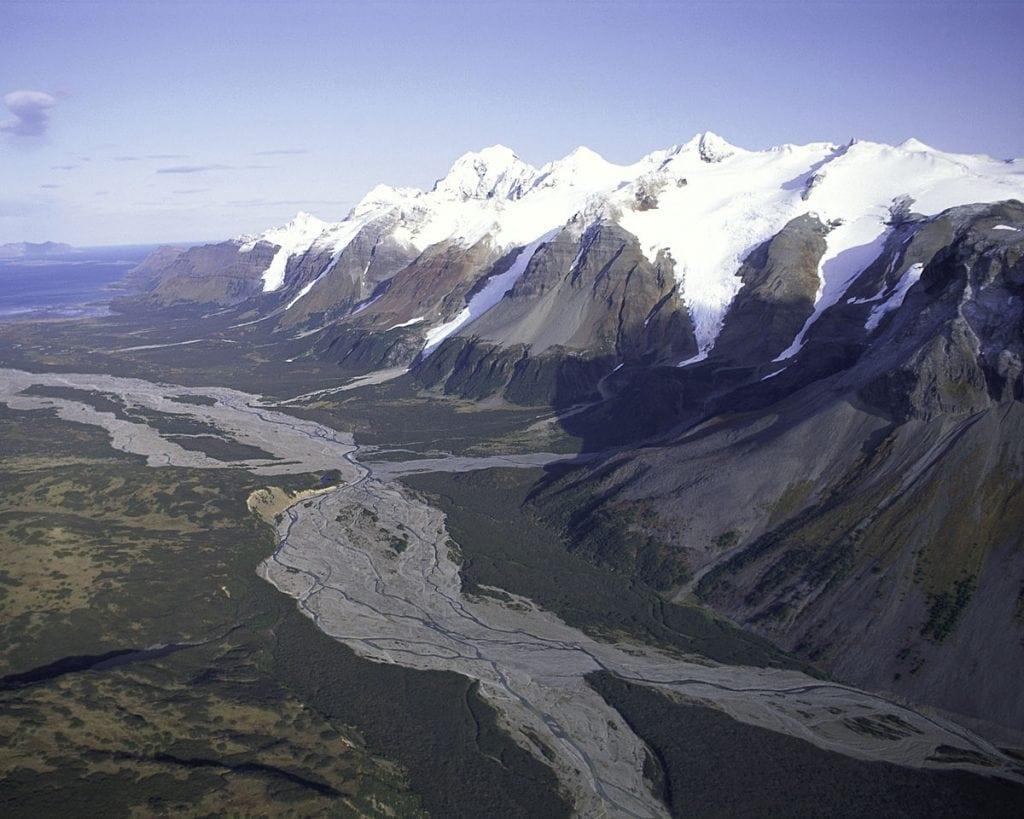 1200px-Mountain_Range_Alaska_Peninsula_NWR